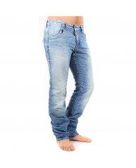 Messieurs, grosses promos sur des jeans fashion…