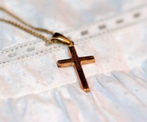 Cadeau religieux : pourquoi ne pas choisir une jolie croix ?